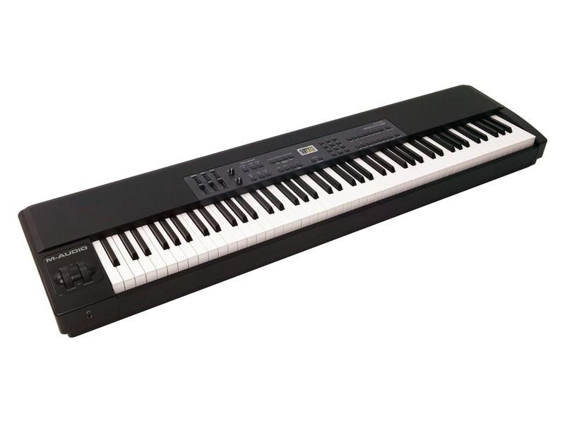 Midi-клавиатура с молоточковой механикой