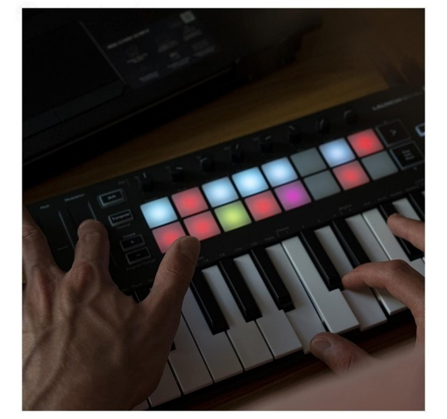 MIDI-клавиатура Novation Launchkey Mini MK3